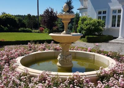 Tomaszek_Ogrody-fontanna-roze-rabaty