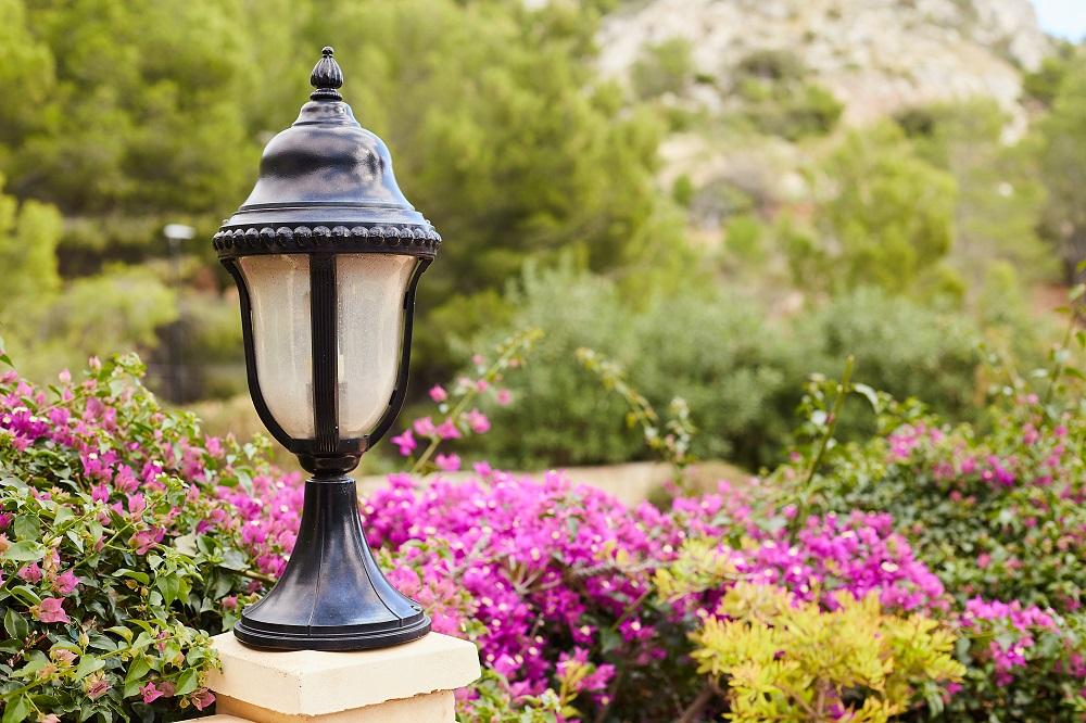 ogrod-oswietlenie-lampa
